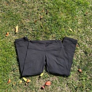 Lululemon black quarter length leggings